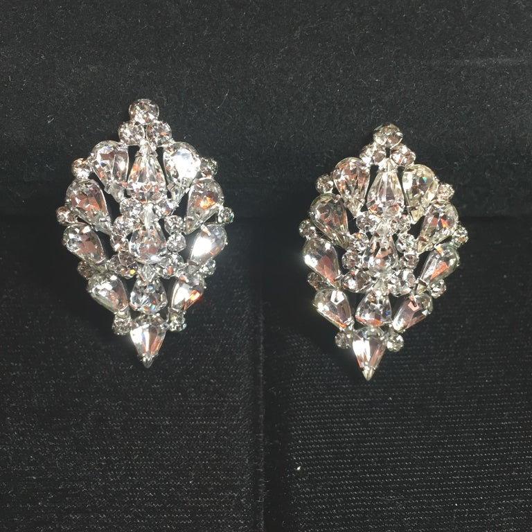 Massive Elsa Schiaparelli Crystal & Rhodium Orchid Brooch & Earrings, 1950s For Sale 3
