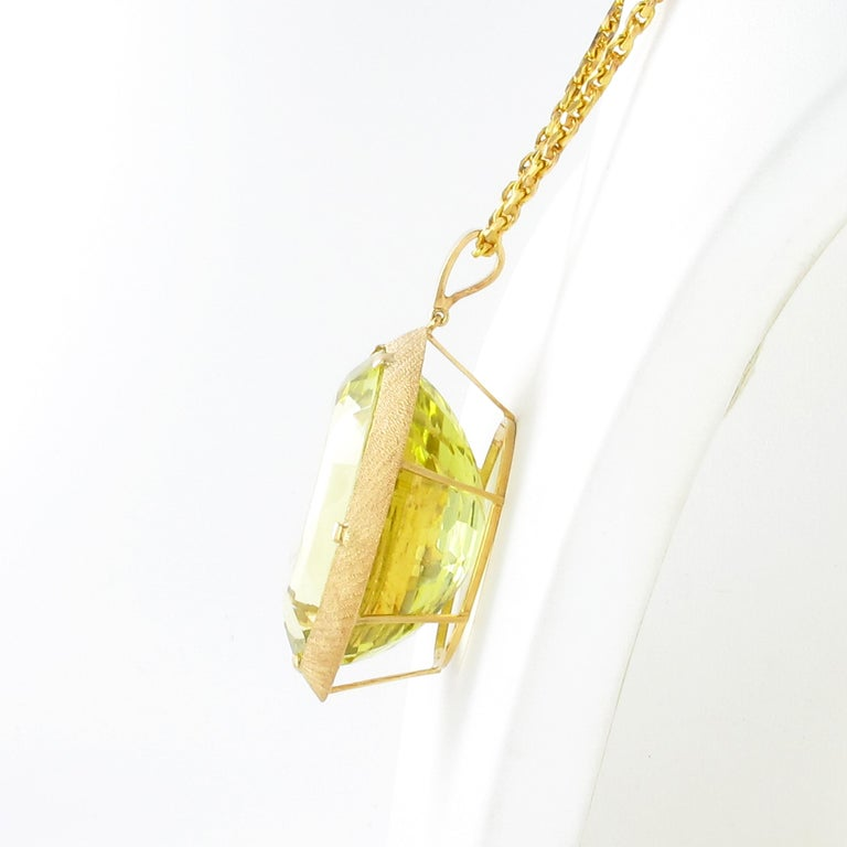 Contemporary Massive Lemonquarz Pendant Necklace in Yellow Gold 750 For Sale