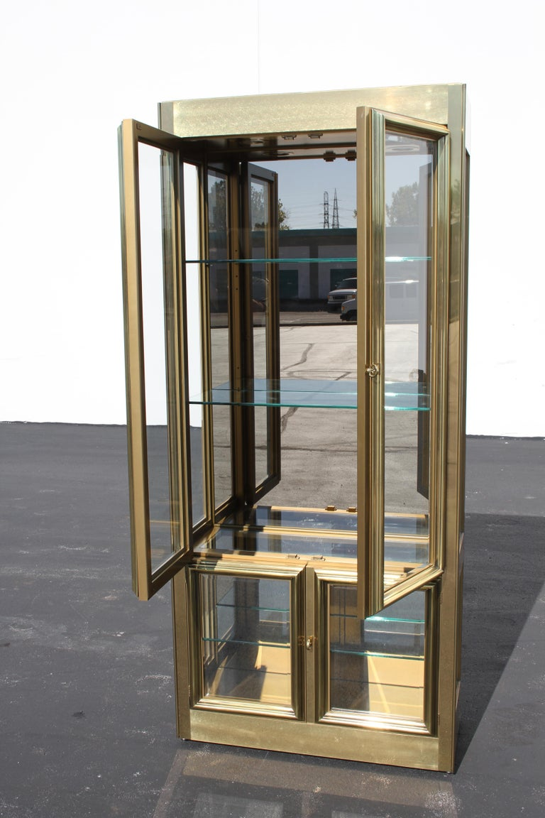 Mastercraft Brass Display or Vitrine, circa 1970s In Good Condition For Sale In St. Louis, MO