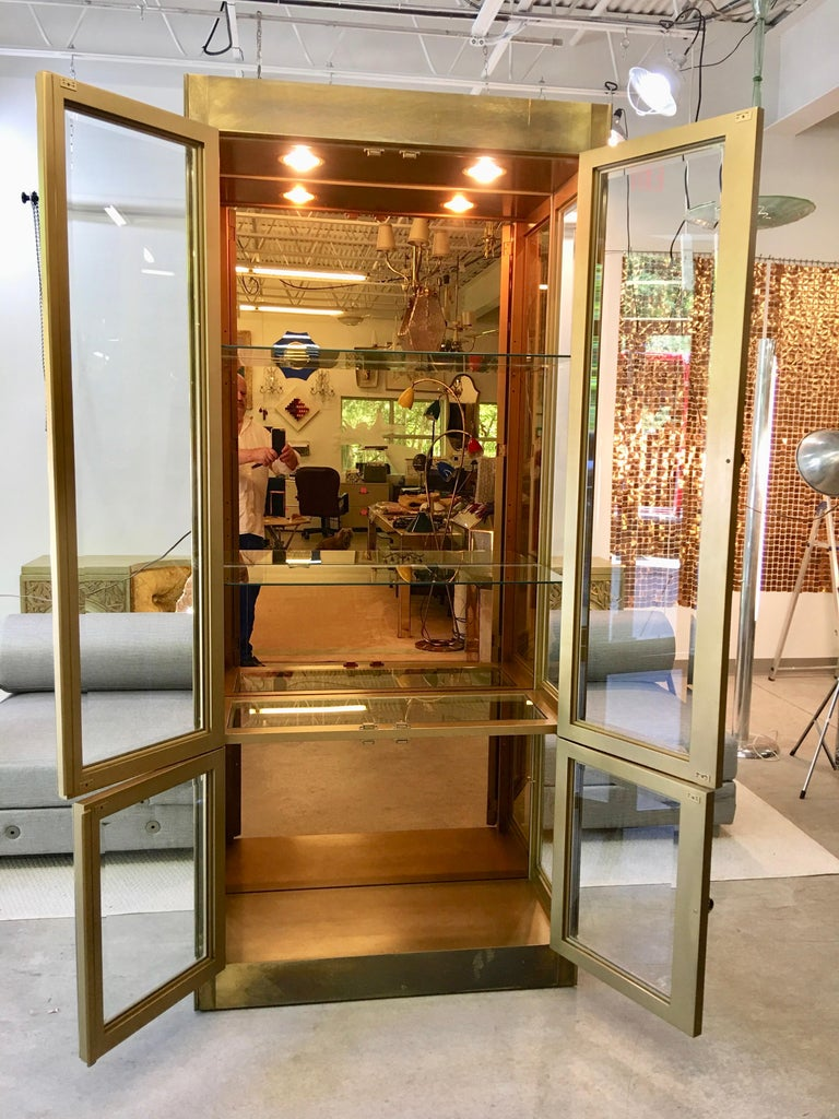 Mastercraft Brass & Glass Vitrine In Good Condition For Sale In Hingham, MA