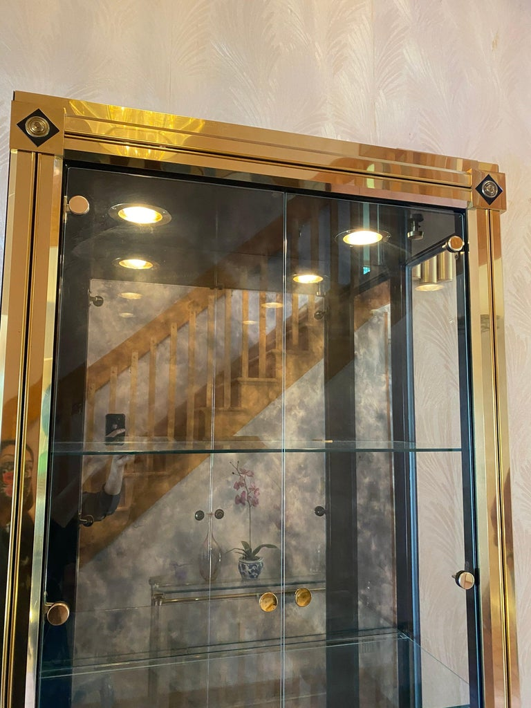 Mastercraft Brass Vitrine In Good Condition For Sale In Hingham, MA