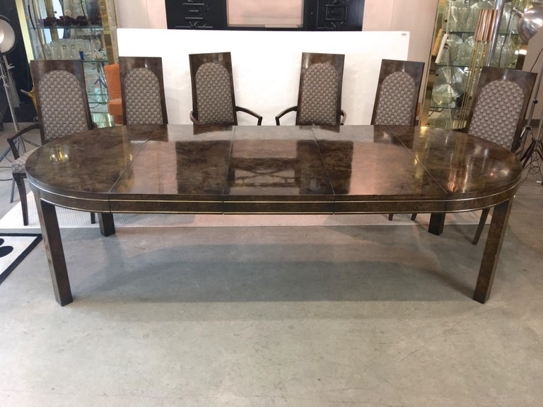 Mid-Century Modern Mastercraft Burl and Brass Extendable Dining Table and Six Chairs For Sale