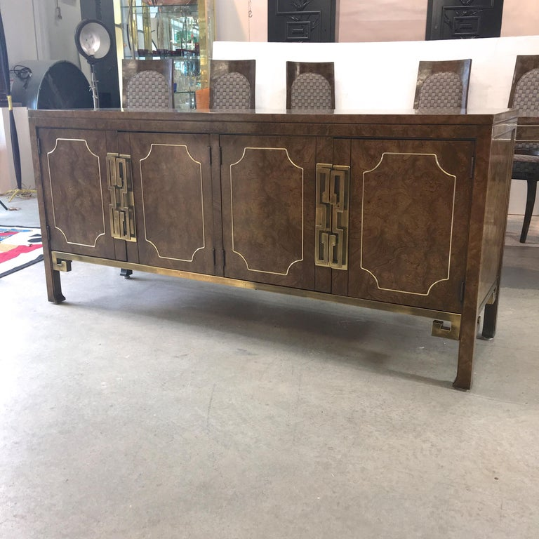 Mastercraft Burl and Brass Sideboard Buffet In Good Condition For Sale In Hingham, MA