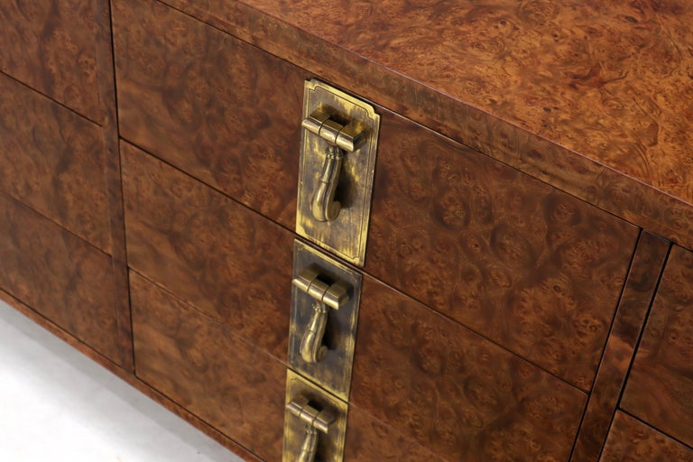20th Century Mastercraft Burl Wood and Brass Hardware Long 9 Drawers Credenza Dresser For Sale