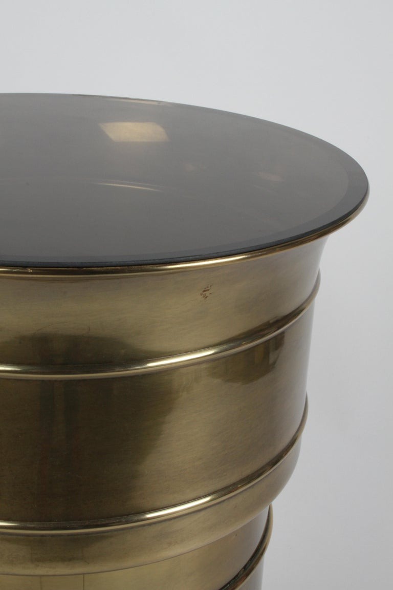 Mastercraft Hollywood Regency Round Cylinder Brass Display Pedestal or Planter In Good Condition For Sale In St. Louis, MO