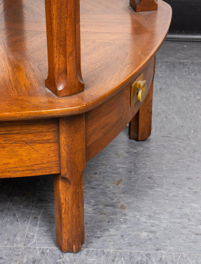 Mastercraft Mid-Century Modern Two-Tier Side Table with Drawers In Good Condition For Sale In New York, NY