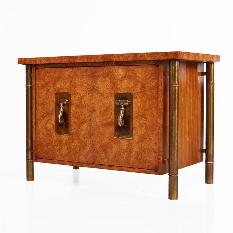 Mid-Century Modern Pair of Mastercraft Nightstand End Tables Hollywood Regency Burl Wood and Brass For Sale