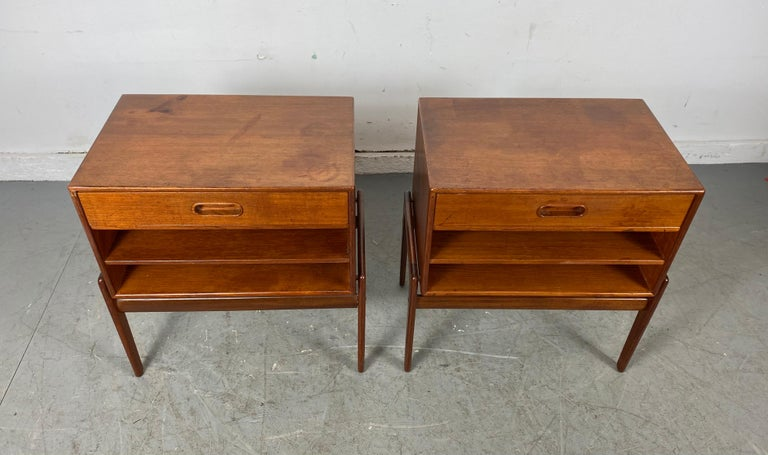 Matched pair 1-drawer teak Nite stands made in Denmark by Asbjørn-Mobler. Attributed to Svend Madsen Classic Scandinavian Modern design, superior quality and construction, retains original finish, patina, also retains early label. Tops a bit