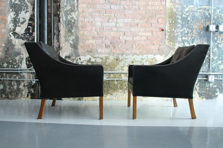 Matched Pair of Børge Mogensen Model #2207 Leather Lounge Chairs 8