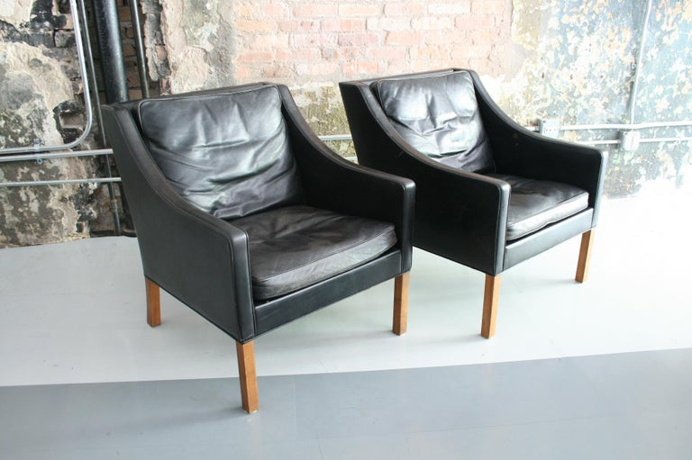 Matched Pair of Børge Mogensen Model #2207 Leather Lounge Chairs In Good Condition In Chicago, IL