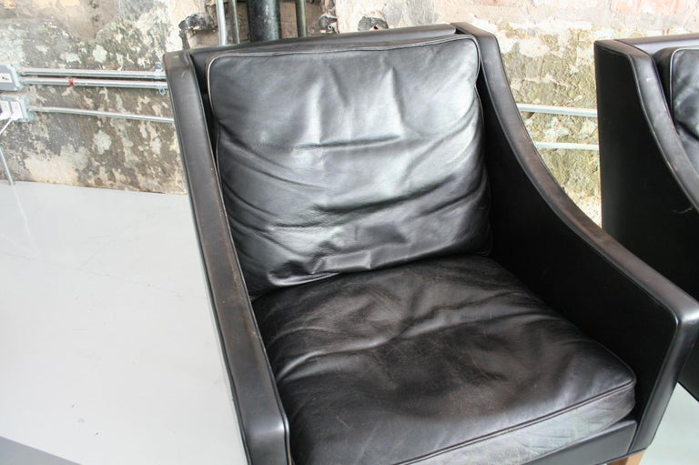Matched Pair of Børge Mogensen Model #2207 Leather Lounge Chairs 4