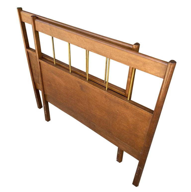 Matching Pair of Mid-Century Modern Paul McCobb Twin Bed Headboards Walnut Brass In Good Condition For Sale In BROOKLYN, NY