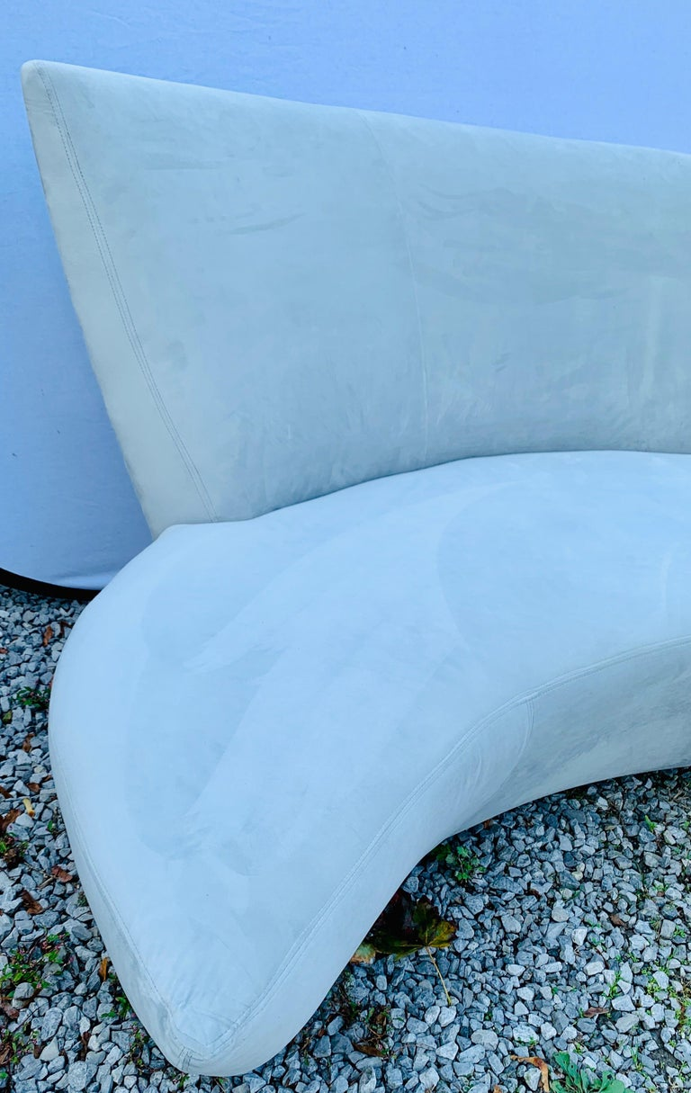 Matching Vladimir Kagan Bilbao Serpentine Curved Sofas with New Upholstery, Pair In Good Condition For Sale In West Hartford, CT