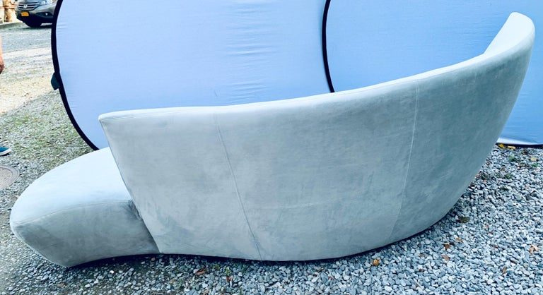Matching Vladimir Kagan Bilbao Serpentine Curved Sofas with New Upholstery, Pair For Sale 1