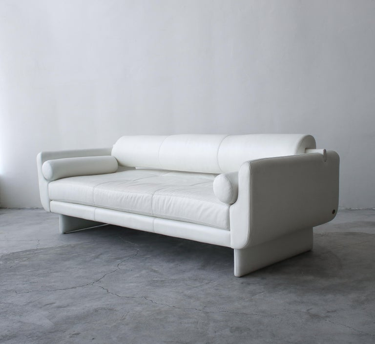 Remarkable white leather matinee convertible daybed sofa designed by Vladimir Kagan for American Leather Studios. The sofa is composed of two removable bolster accent pillows and a removable back bolster. The removal of the back bolster converts the