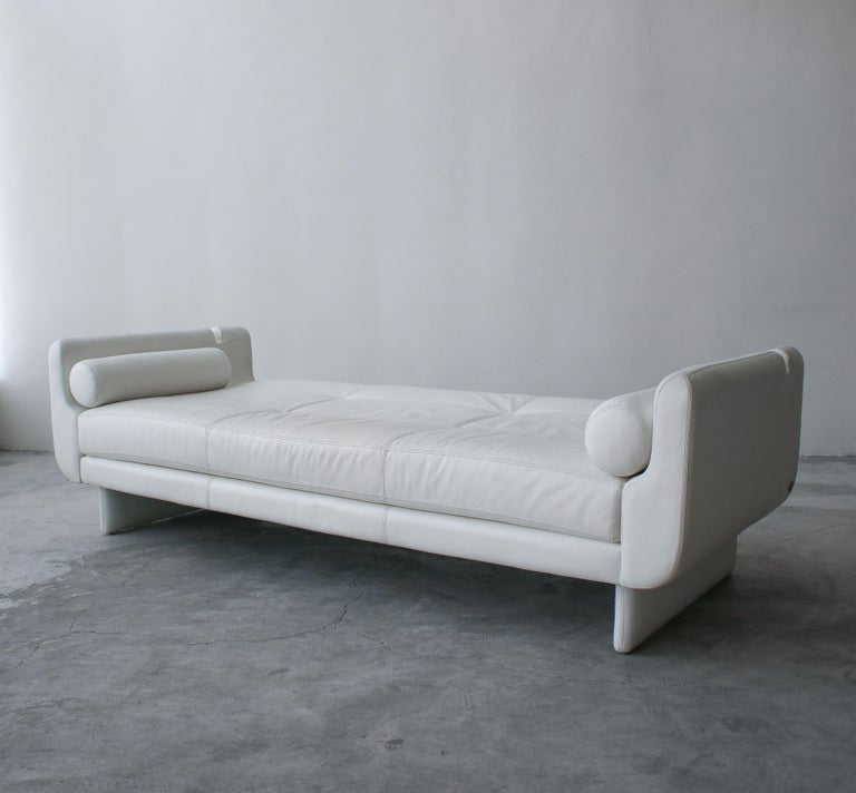 Matinee Sofa Daybed by Vladimir Kagan for American Leather In Good Condition For Sale In Las Vegas, NV