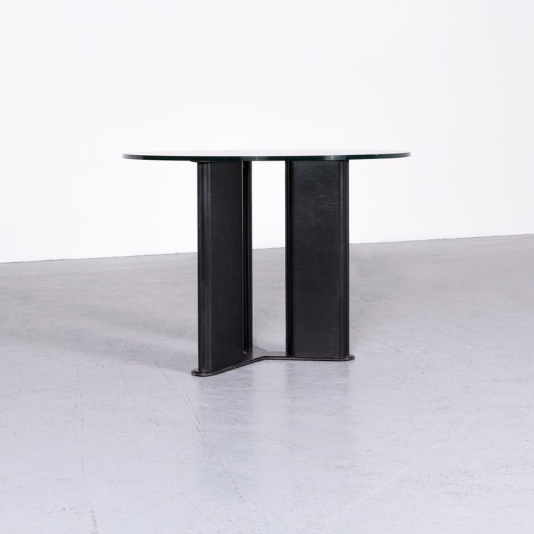We bring to you a Matteo Grassi Korium designer leather glass table coffee table black.