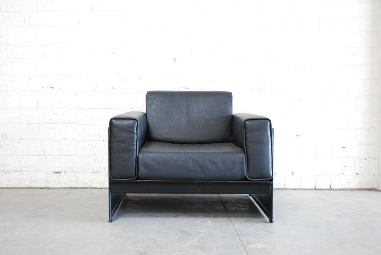 This leather armchair Korium KM 3/1 was designed by Tito Agnoli for Matteo Grassi. It is upholstered in thick black leather. The frame is made of sadddle leather. Great Italian design.