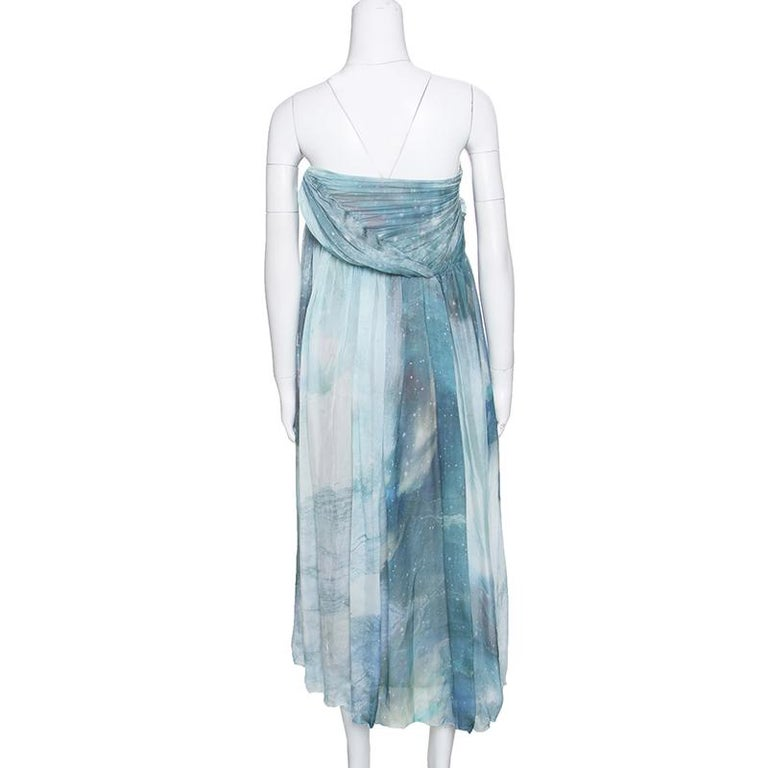 It's time to glam up with this strapless dress from Matthew Williamson. The lovely creation is made of 100% silk and features a multicolour printed pattern all over it. It flaunts a draped silhouette and can be paired well with pointed stilettoes