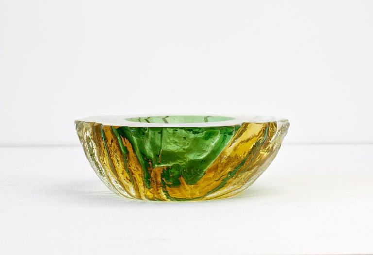 Maurizio Albarelli Attributed Italian Yellow & Green Textured Murano Glass Bowl For Sale 4