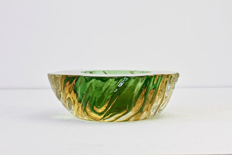 Maurizio Albarelli Attributed Italian Yellow & Green Textured Murano Glass Bowl For Sale 6