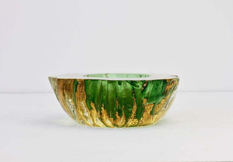 Maurizio Albarelli Attributed Italian Yellow & Green Textured Murano Glass Bowl For Sale 8