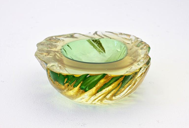Maurizio Albarelli Attributed Italian Yellow & Green Textured Murano Glass Bowl For Sale 9