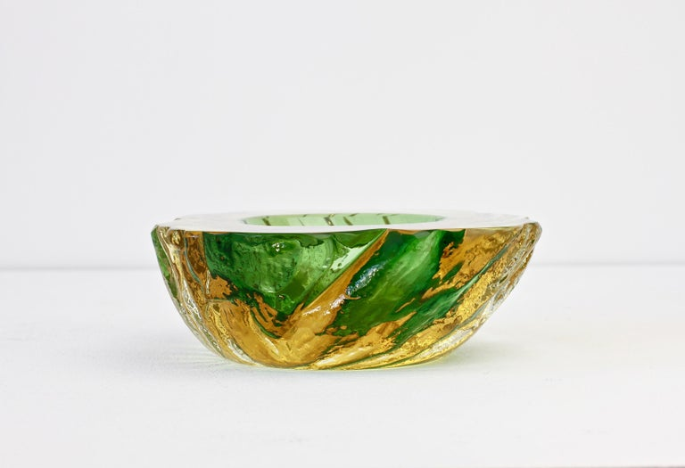 Mid-Century Modern Maurizio Albarelli Attributed Italian Yellow & Green Textured Murano Glass Bowl For Sale