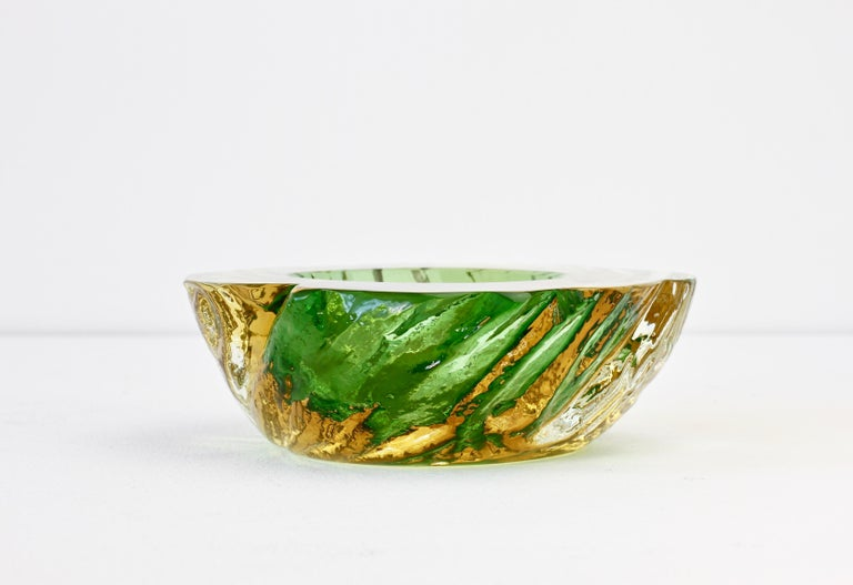 Late 20th Century Maurizio Albarelli Attributed Italian Yellow & Green Textured Murano Glass Bowl For Sale