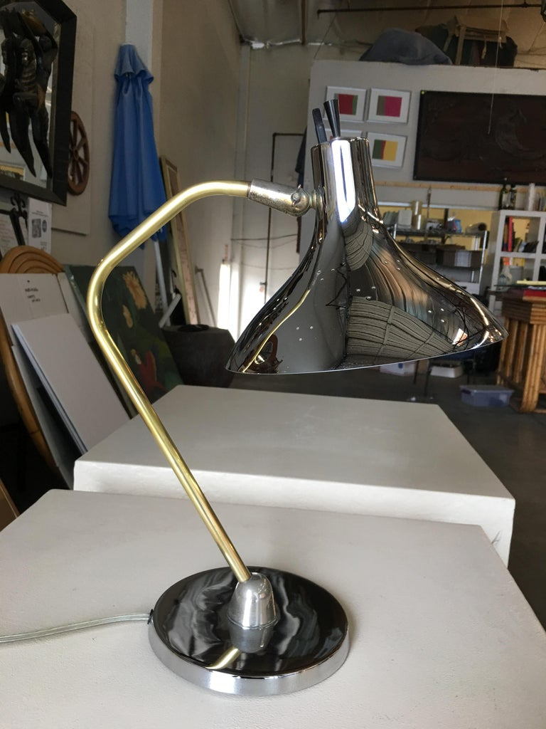 Mid Century Anglepoise Chrome Desk Lamp By Prescolite In Excellent Condition For Sale In Van Nuys, CA