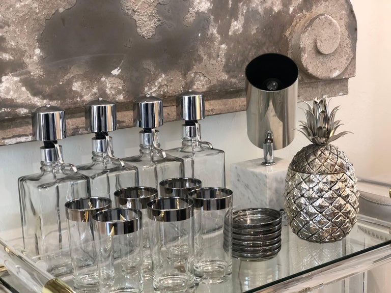 Vintage Italian metal pineapple ice bucket by Mauro Manetti with original metal liner. From the 1960's. Designed for Fonderia D'Arte foundry, Firenze Italy and stamped on the base