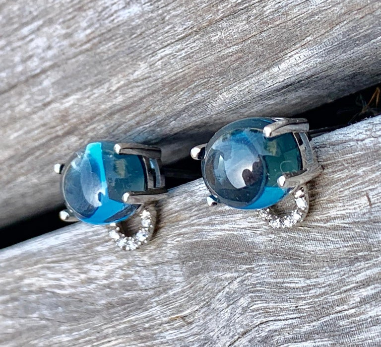 Maviada's Diamond Marmaris 18 Karat Gold Stud Earrings, Sky Blue Topaz In New Condition For Sale In , GB