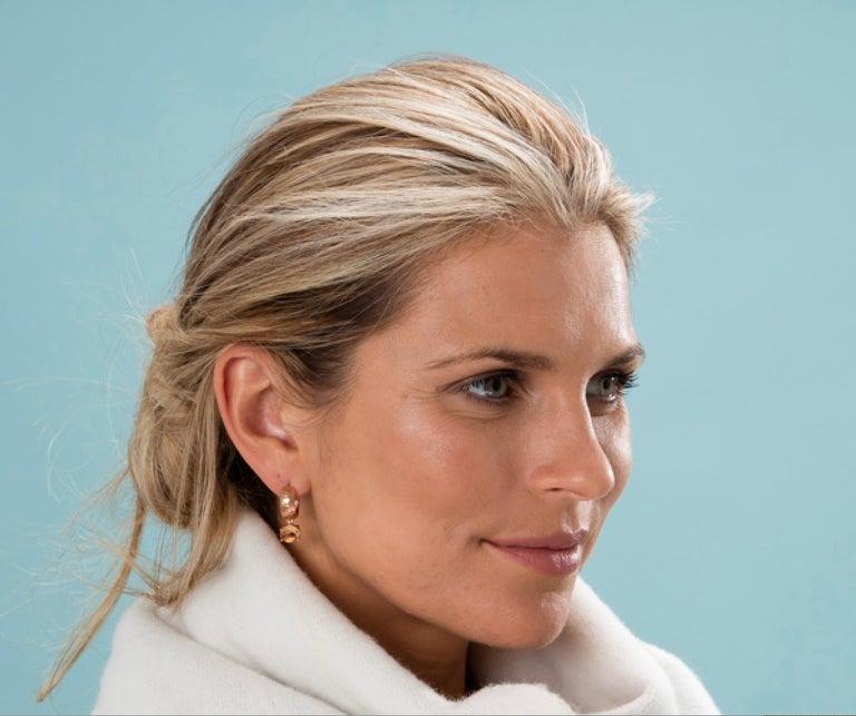 Women's or Men's Maviada's White Rhodium Vermeil Bastia Mini Champagne Modern Hoop Earring For Sale
