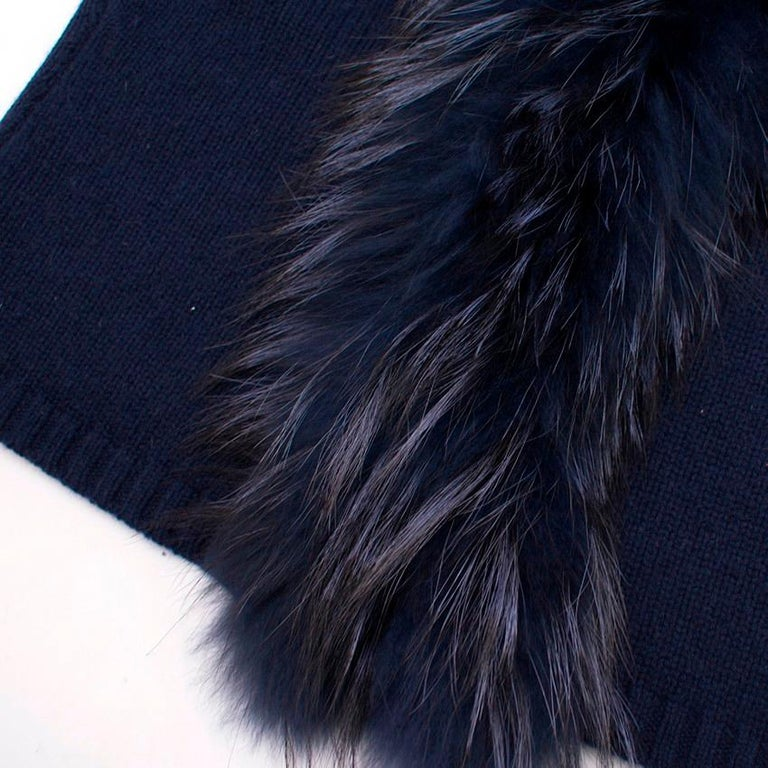 Women's or Men's Max by Lederer Cashmere, Wool & Racoon Fur Gilet - Size S For Sale
