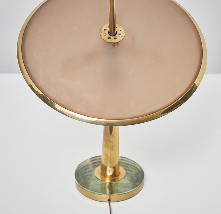 Max Ingrand Brass and Etched Glass Table Lamp Model 1538 by Fontana Arte, 1950 In Good Condition For Sale In Renens, CH