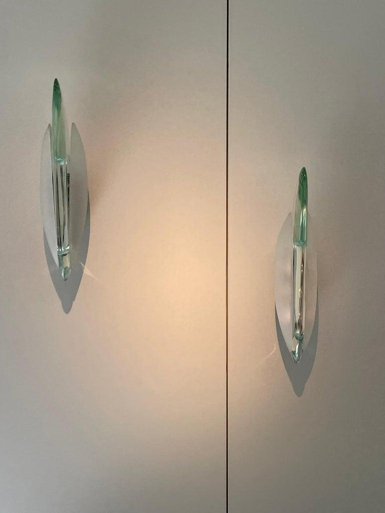 Mid-Century Modern Max Ingrand Fontana Arte Mod.1552 Pair Wall Lights Glass Nickeled Brass 1965 For Sale