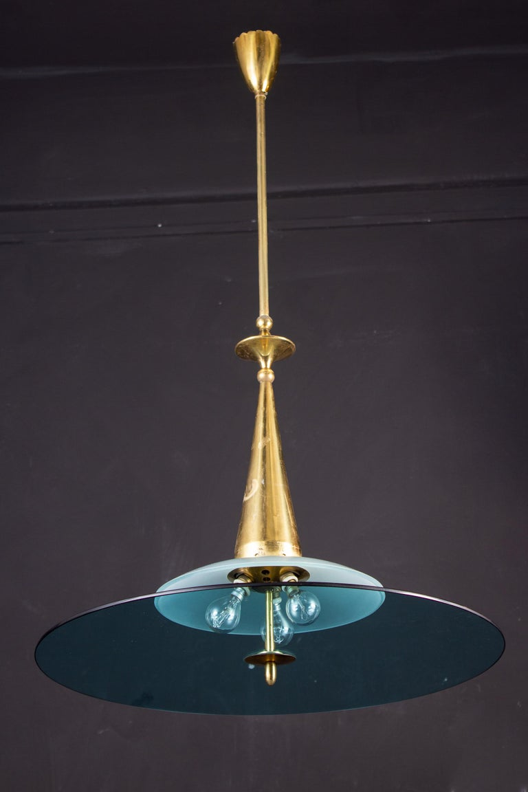 Max Ingrand for Fontana Arte Attributed Round Crystal and Brass Chandelier, 1940 In Excellent Condition For Sale In Rome, IT