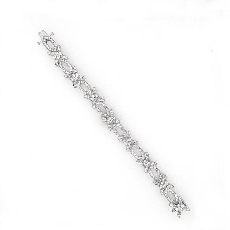 Contemporary Round Natural Diamonds 8.31 Carat Slim Platinum Bracelet For Sale