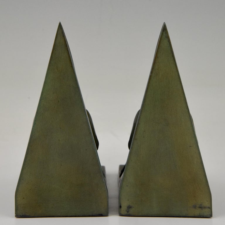 Max Le Verrier Art Deco Bookends Reading Medieval Ladies, France, 1930 In Good Condition For Sale In Antwerp, BE