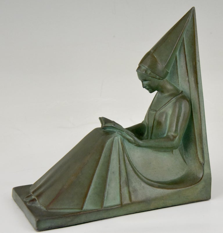 20th Century Max Le Verrier Art Deco Bookends Reading Medieval Ladies, France, 1930 For Sale