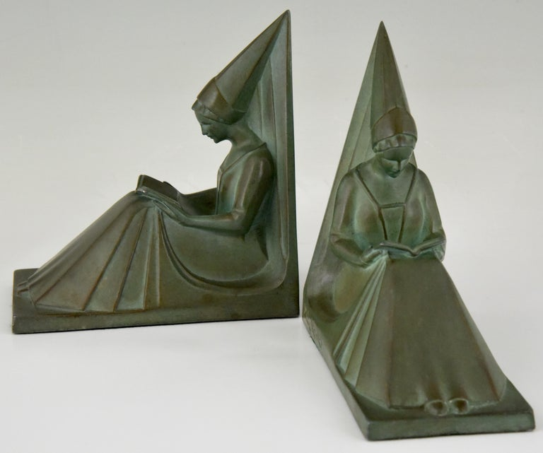 Max Le Verrier Art Deco Bookends Reading Medieval Ladies, France, 1930 For Sale 1