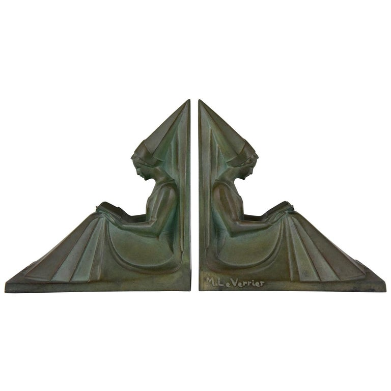 Max Le Verrier Art Deco Bookends Reading Medieval Ladies, France, 1930 For Sale