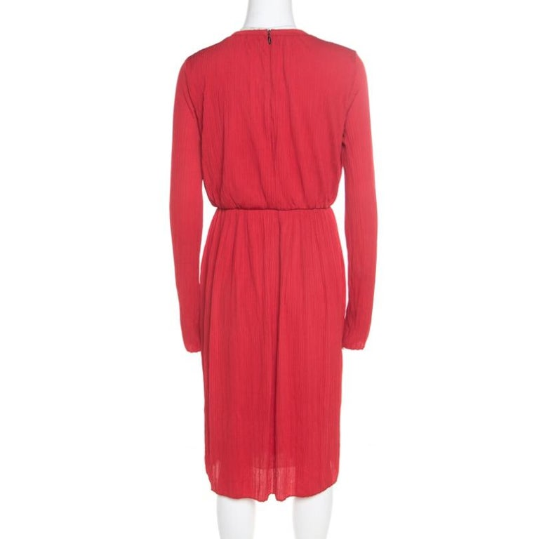 Cut for a midi length, this dress from the house of Max Mara is designed in a timeless red hue. It features long sleeves, a concealed rear zip closure and has a relaxed silhouette. It makes a perfect choice for outings with colleagues and