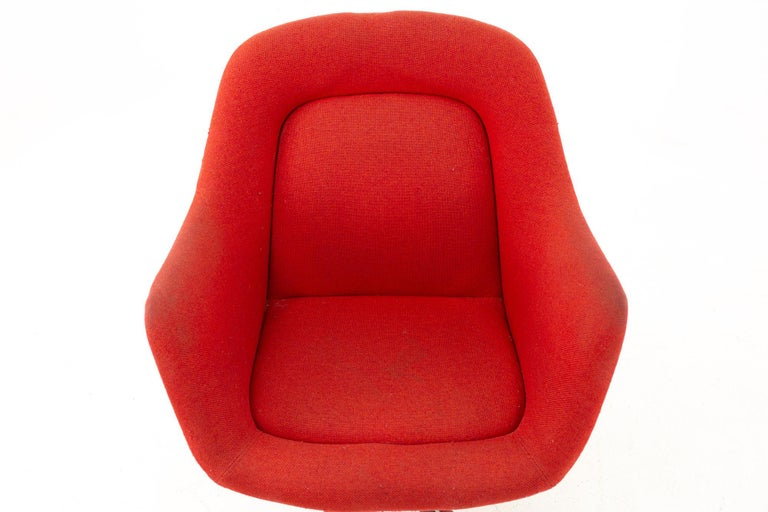 Late 20th Century Max Pearson for Knoll Mid Century Red Upholstered Office Desk Chair For Sale