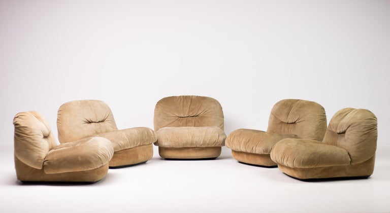 Very rare Maxijumbo modular elements designed by architect Alberto Rosselli for Saporiti. Can be used as separate lounge chairs or together as a segmented sofa. Made in butter soft suede, professionally cleaned. Marked underneath the bases and