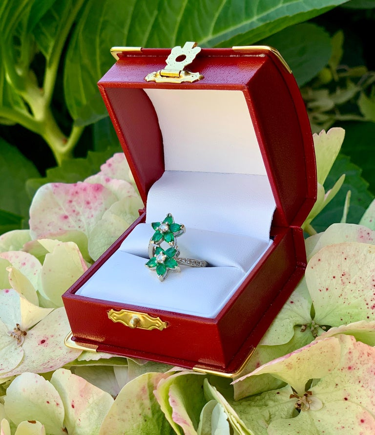 Pear Cut Vivid Green Emerald and Diamond 18 Karat White Gold Double Flower Ring For Sale