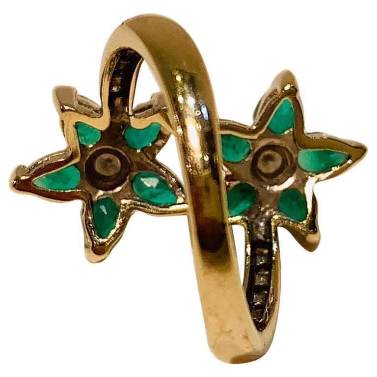 Vivid Green Emerald and Diamond 18 Karat White Gold Double Flower Ring For Sale 2