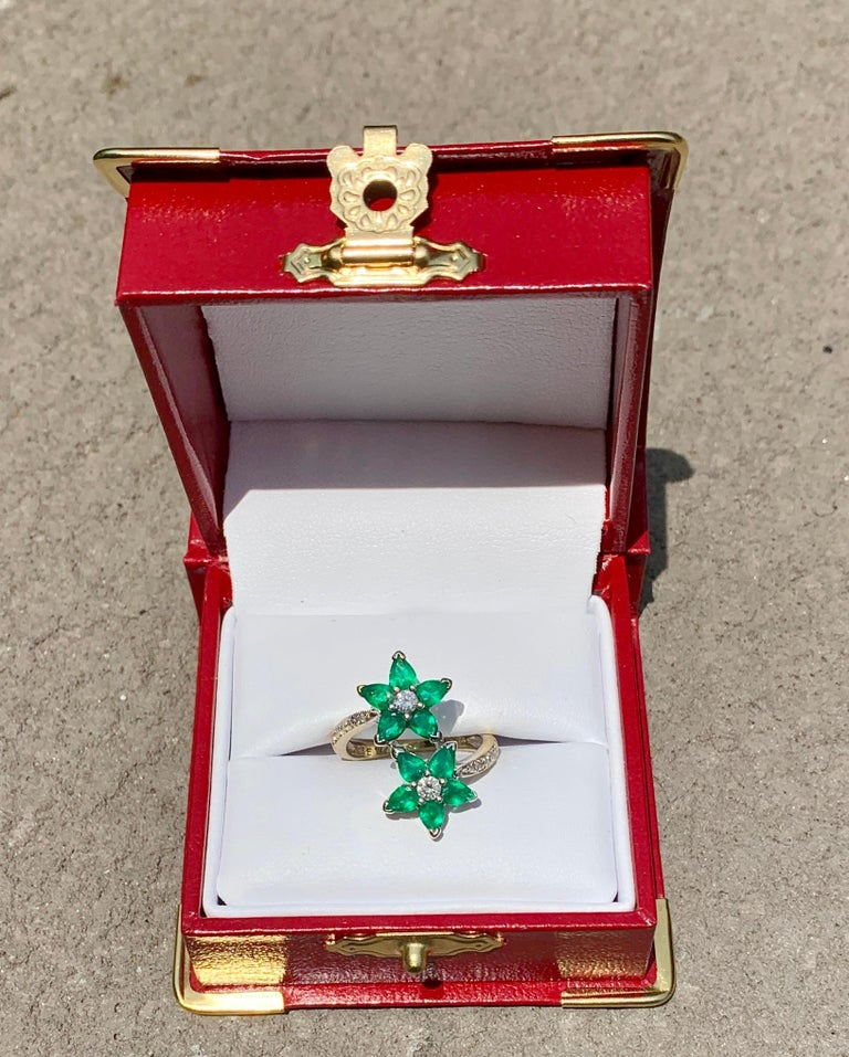 Vivid Green Emerald and Diamond 18 Karat White Gold Double Flower Ring In Excellent Condition For Sale In Tustin, CA