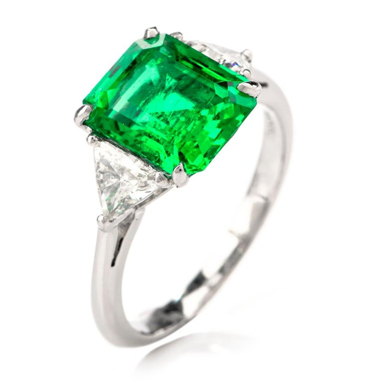 This stunning high qualiry colombian emerald and diamond cocktail ring is crafted in platinum w, weighing 5.2 grams and measuring 10mm x 7mm high. Centered with one prong set, GIA lab reported genuine Colombian emerald, octagonal shaped and step