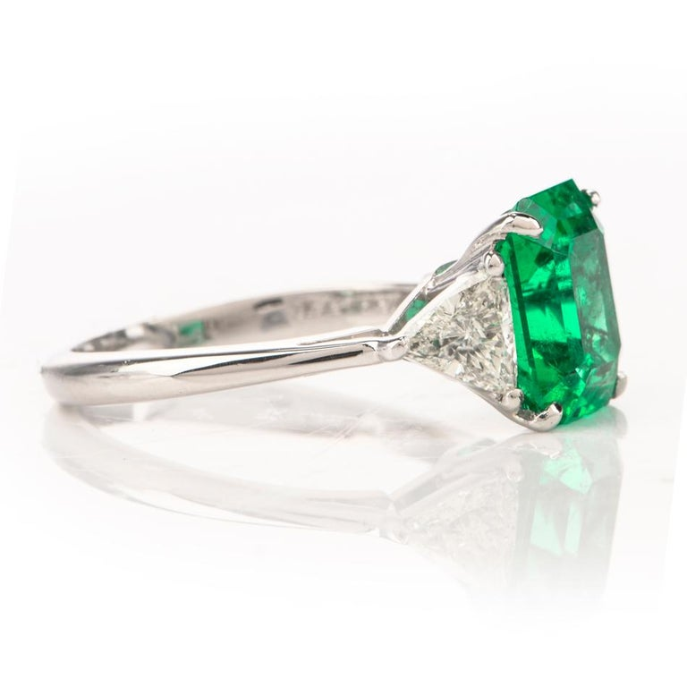 Women's Mayors Certified 3.03 Carat Colombian Emerald Diamond Platinum Cocktail Ring For Sale